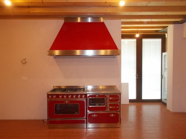 Monoblocco De Manincor con cucina a legna F800 gas G910 Maxi e Cappa mantello alto